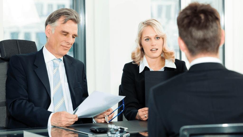 un expert du recrutement, Régis Garnung, vous explique comment bien terminer son entretien