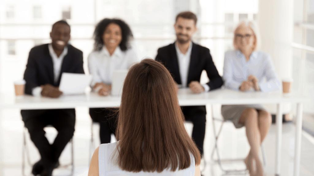 les premières minutes d'un entretien d'embauche